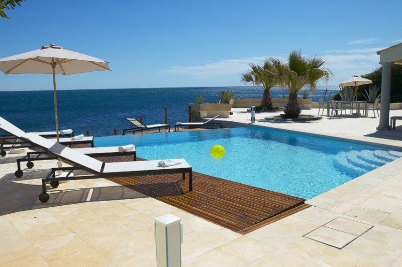 Superb villa pieds dans l'eau!, holiday rental in Les Issambres