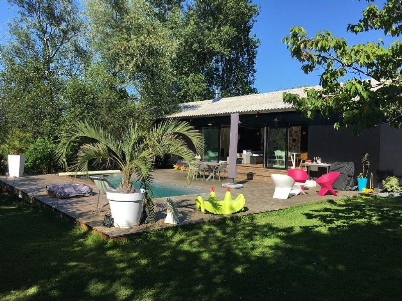 Maison d'architecte avec piscine dans un village à 15min du centre de Bordeaux, casa vacanza a Sadirac