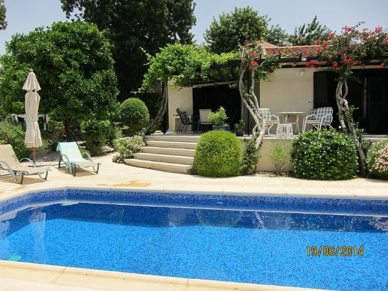Beautiful mature villa with large gardens and private pool overlooking the sea, holiday rental in Empa