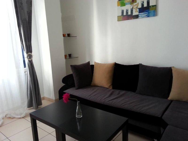 Alger Centre : Appartement  refait à neuf / WIFI gratuit/ 40 euros la nuitée, alquiler vacacional en Argelia