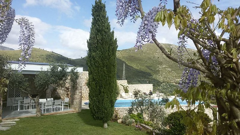 Villa With Private Pool And Sea Views, Peaceful Location,10 Minutes To The Beach, location de vacances à Itri
