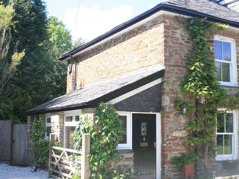 Pet friendly Character Cottage, village setting; walks, short drive to coast., vacation rental in Duloe