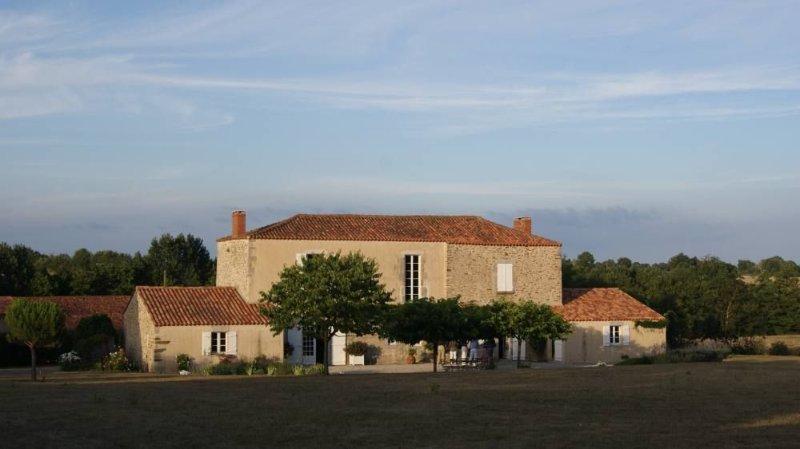 Saint Vincent Sur Graon: Maison de  caractère Campagne et Mer, holiday rental in Le Champ-Saint-Pere