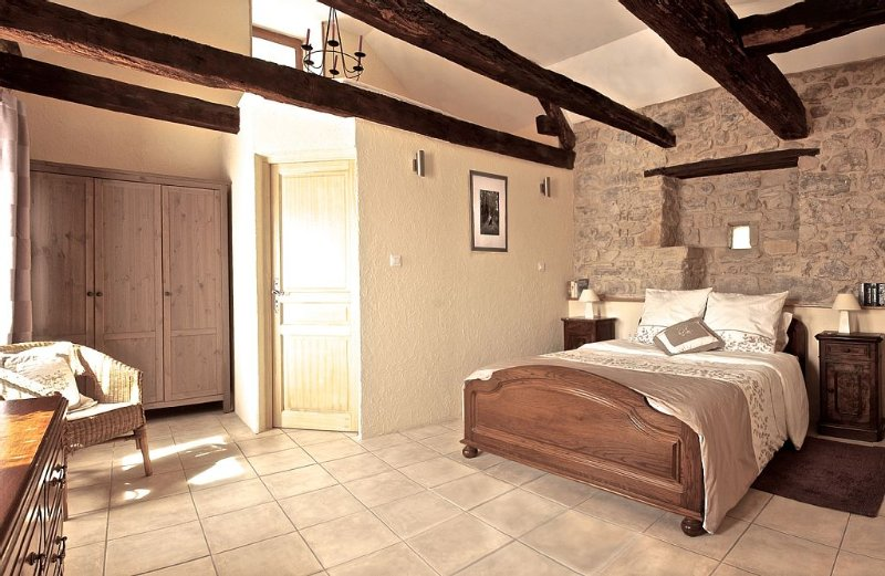 Charming Stone Cottage With  Pool And Garden. Sleeps 4 in two en-suite bedrooms, Ferienwohnung in Montirat