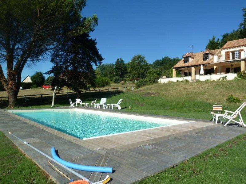Villa de charme avec vue panoramique sur la vallée de la Dordogne, location de vacances à Lachapelle-Auzac