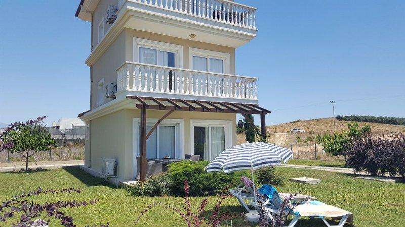 Tranquil Villa Near Belek, Antalya, Turkey with Air-Con, Pool & WiFi, holiday rental in Bogazkent