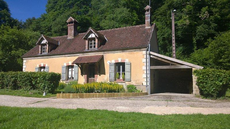 La petite auberge, maison de caractère dans parc arboré de 1 ha avec moulin, holiday rental in Sezanne
