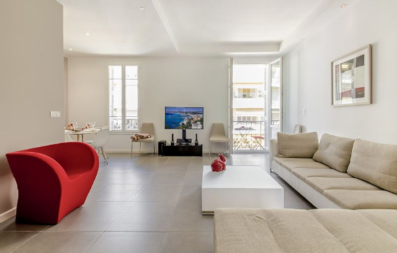 A fully renovated flat with charm at the very centre of Nice – semesterbostad i Nice
