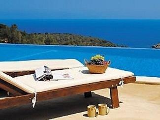 Villa with Private Pool and Aegean Sea Views, location de vacances à Sporades