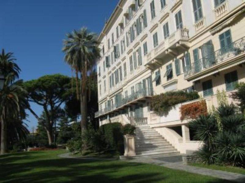 GRANDE ALBERGO DEL '900 TRASFORMATO IN UN ELEGANTE RESIDENCE, holiday rental in Genoa