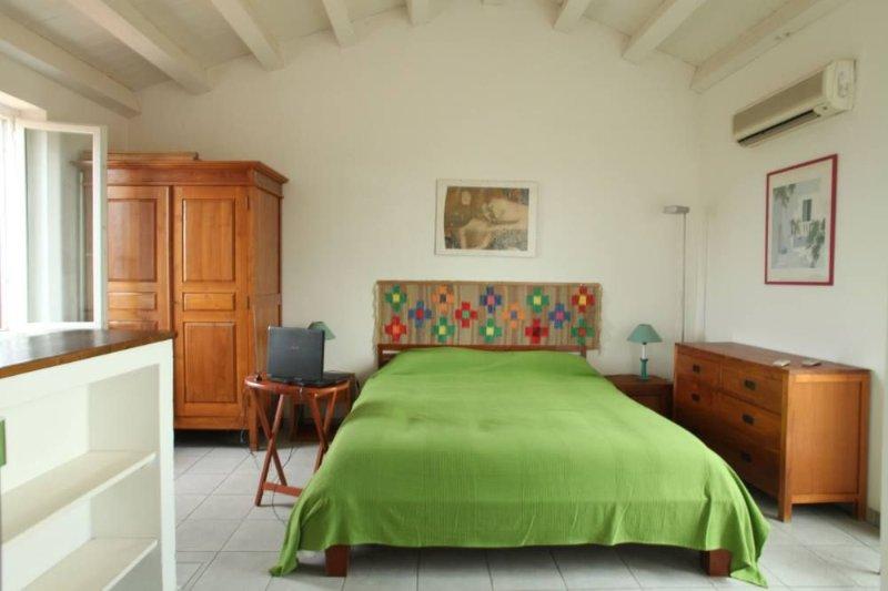 Centro storico, 2 ambienti, 2 wc, terrazzo, ascensore, free  Wi Fi, Ferienwohnung in Palermo