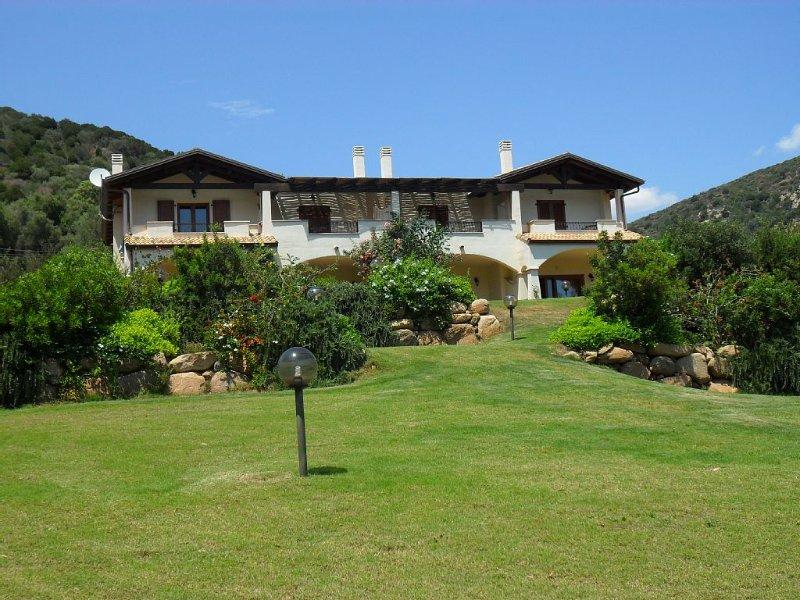 Deliziosa villetta con giardino nel profondo sud della Sardegna, casa vacanza a Domus de Maria