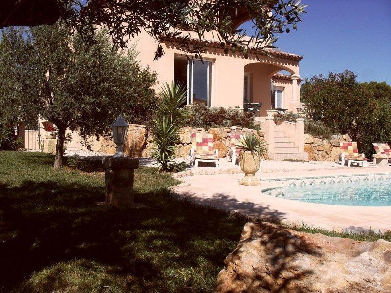 Luxe villa aan golfbaan met privé zwembad terras mooie tuin gratis WIFI Béziers, holiday rental in Beziers
