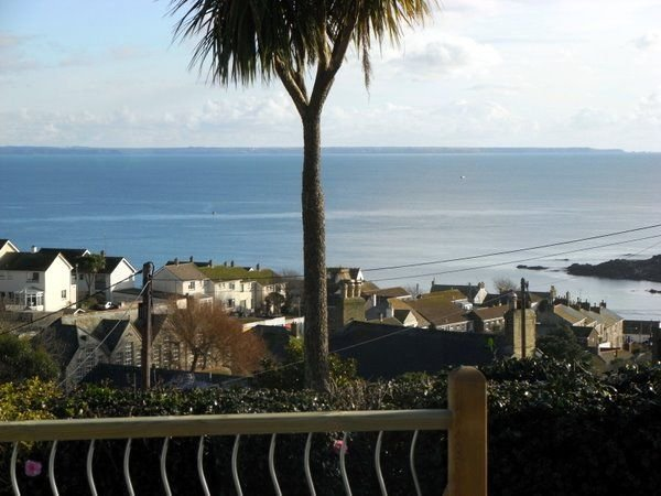 Holiday Cottage With Fabulous Views, Garden, Deck And Private Off Road Parking, location de vacances à Mousehole