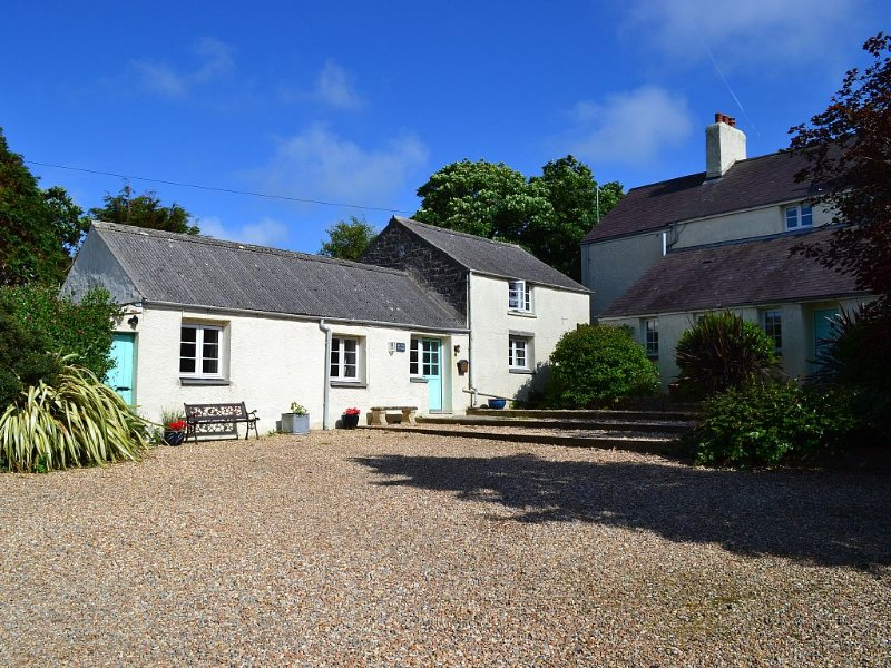Cottage in Pembrokeshire National Park . Close to beaches, coast paths, castles., casa vacanza a Hundleton