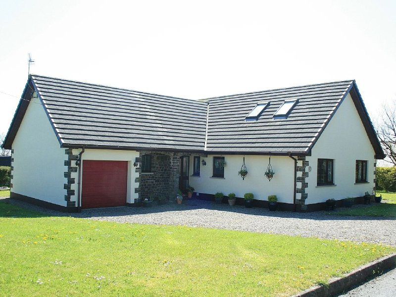 Spacious Luxury  C/H Cottage, vacation rental in Whitland