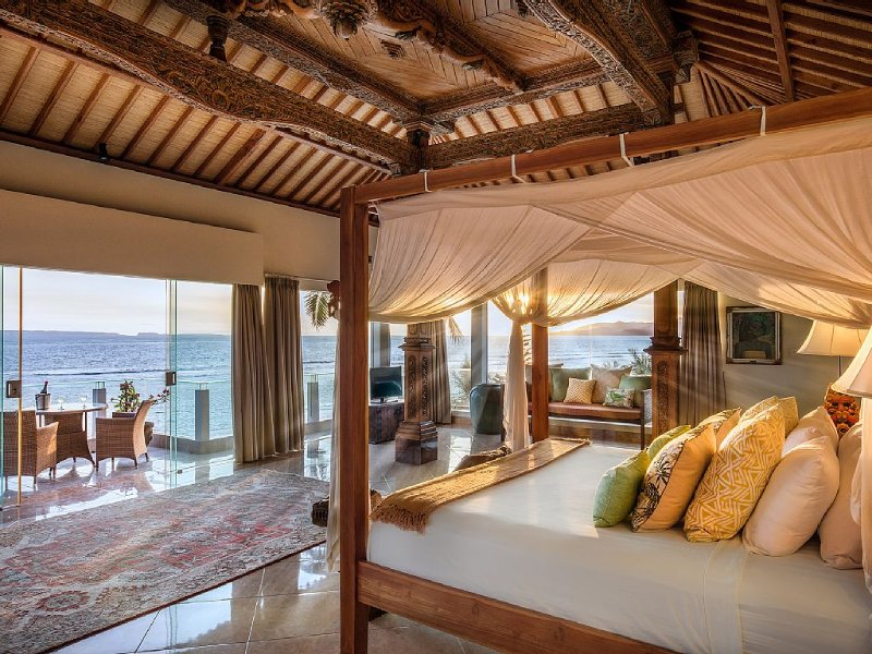 The magnificent 120m Joglo Suite with breathtaking ocean views