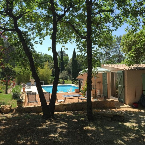 Studio grand confort climatisé - piscine 6m/12 + pool house , exclusif locataire, holiday rental in Lorgues
