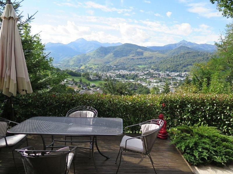Comfortable Apartment With Stunning Views Of The Pyrenean Mountains, location de vacances à Capvern-les-Bains