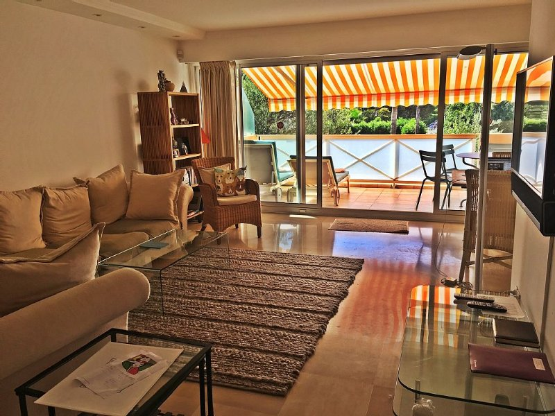 Luxury apartment Juan les Pins 5min beach, shops, restaurants, location de vacances à Antibes
