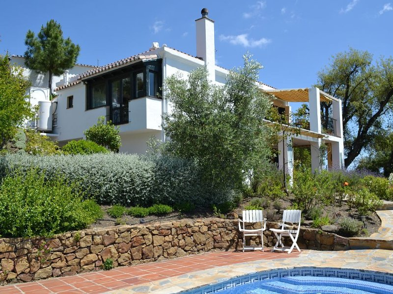 Secluded Villa with Panoramic Views, Private Heated Pool and Free Internet. – semesterbostad i Casares