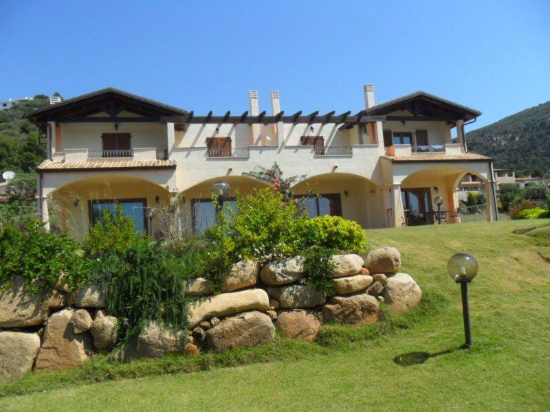 Casa con giardino vista mare, casa vacanza a Domus de Maria