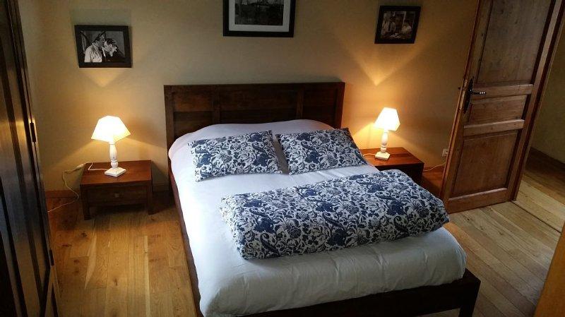 Superbe maison de caractère en pleine nature et grand calme - Rochessauve, vacation rental in Coux
