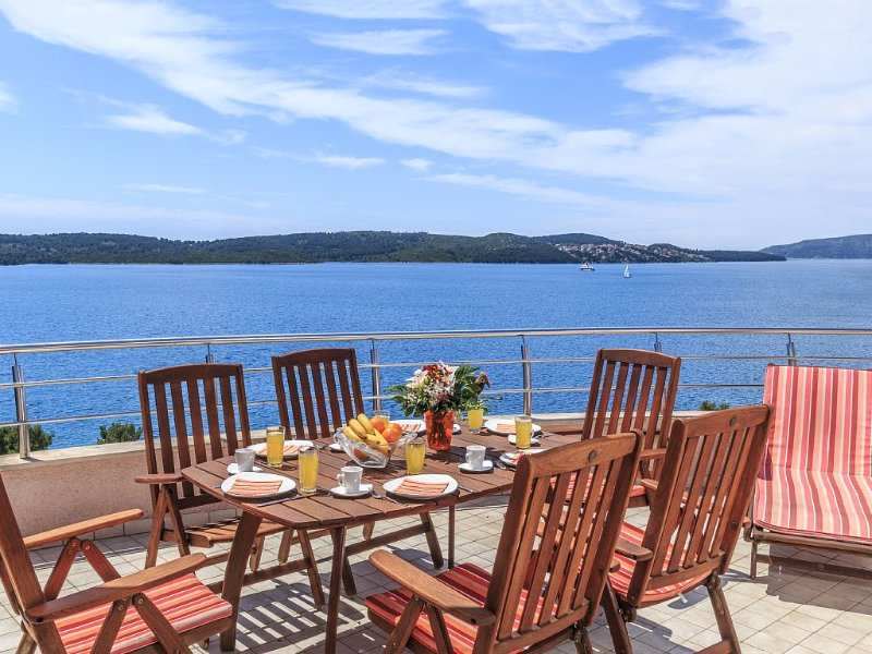 Luxury Penthouse with sea views and fabulous terrace – semesterbostad i Trogir