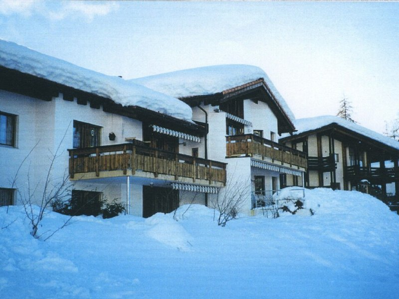 Komfortable Ferienwohnung in Laax, holiday rental in Surcuolm