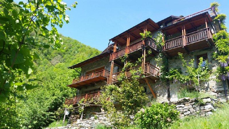 Grosszügiges Landhaus für 2 - 8 Pers. in traumhafter Lage auf der Alpensüdseite, holiday rental in Vanzone con San Carlo