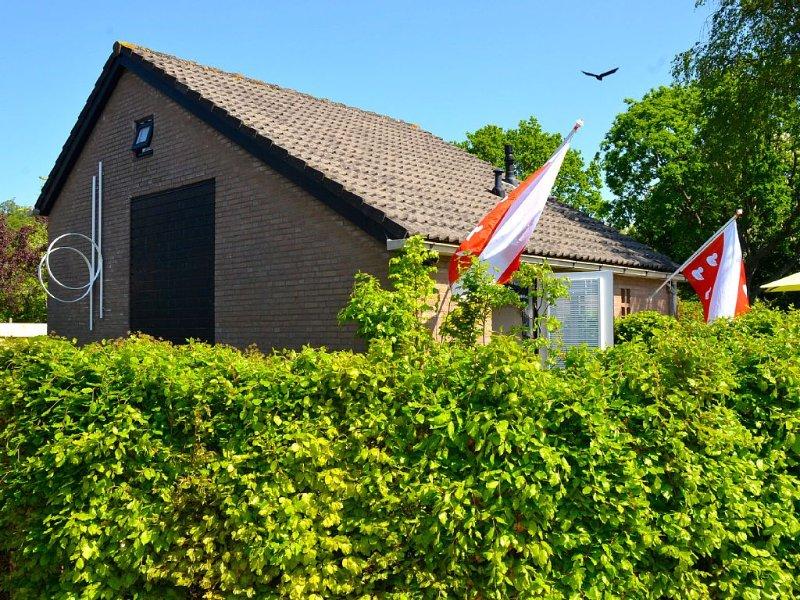 BERGEN: Ferienhaus 'Atelier 18' - Kunst, Stil und Komfort! Fahrräder, strandnah, holiday rental in Oterleek