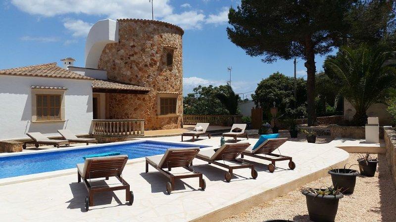 Torre al Mar: Meerblick-Finca mit Pool 150m zum Strand, 8-10 Pers, neu renoviert, holiday rental in Cala Santanyi