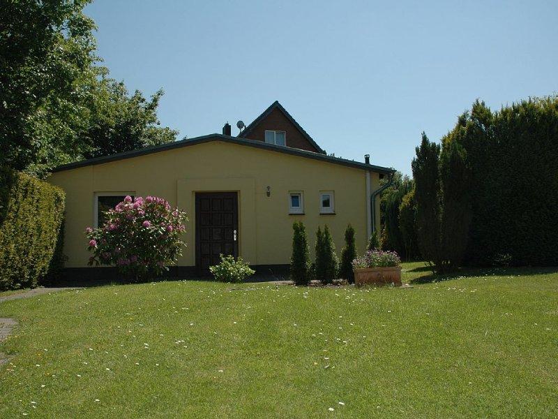 60m² Ferienhaus an der Stadtgrenze von Hamburg, ruhig gelegen, bis 4 Personen, holiday rental in Kaltenkirchen