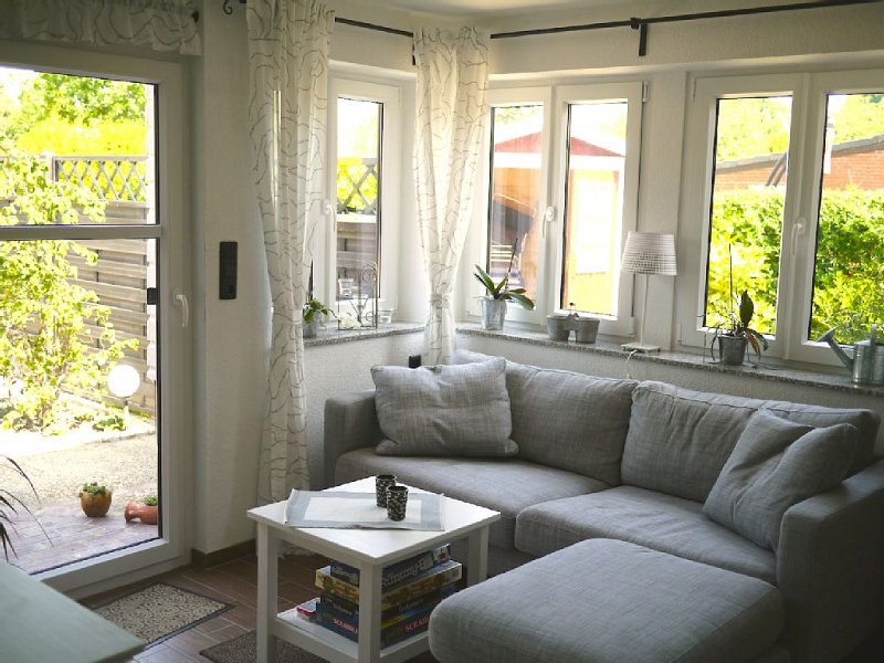 Lovely furnished apartment with private entrance and parking space, Ferienwohnung in Wilhelmshaven