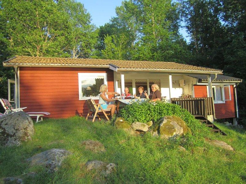 Familienfreundliches Ferienhaus auf  großem Naturgrundstück - direkt am See, holiday rental in Gullabo