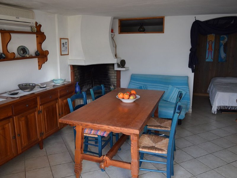 Stilvoll gestaltete Wohnung mit grandiosem Meeresblick in beeindruckender Natur, vacation rental in Province of Carbonia-Iglesias