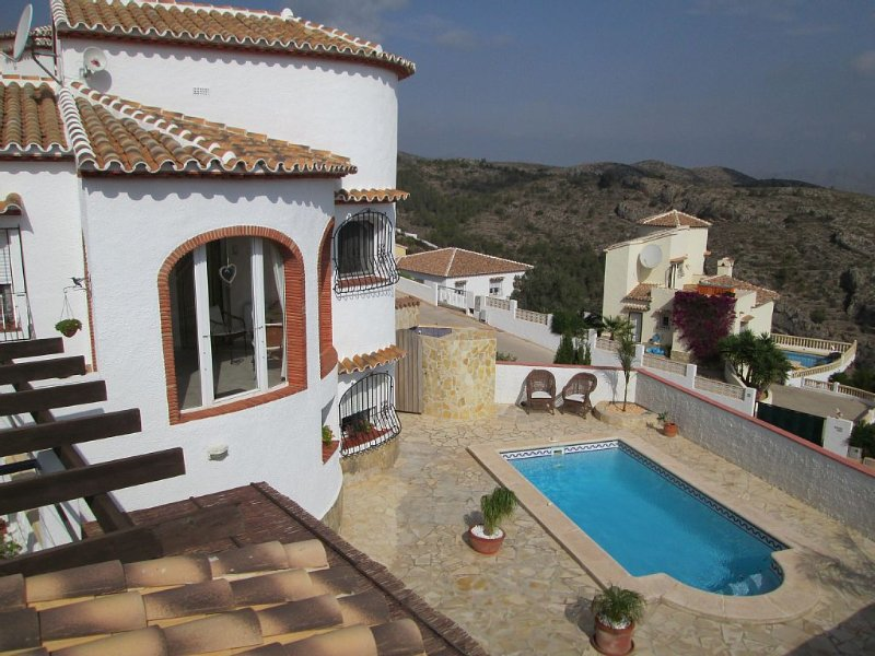 Privatpool, Meerblick, Garten, Aussenküche - und jetzt mit Klimaanlage !, location de vacances à Llosa de Camacho
