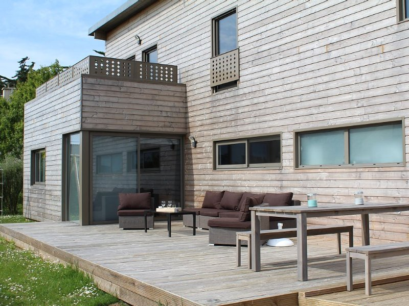 Komfortable Ferien-Villa am Meer mit privatem Hallenbad + großem Innen - Jacuzzi, casa vacanza a Plouescat