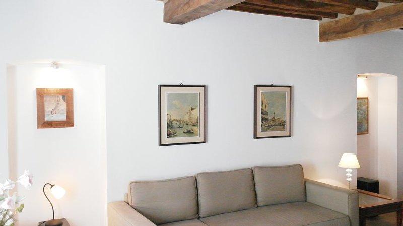 Sehr gemütliches, antikes Stadthäuschen zum Erholen und Entspannen, location de vacances à Giuncarico