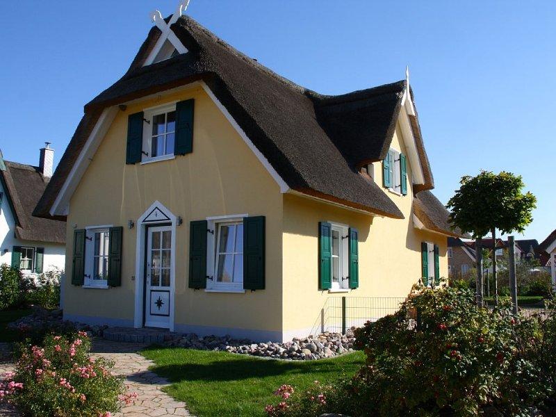 Ferienhaus ' Nordstern ' 400m v. Strand, Strandkorb, Kamin, Kostenloses WLAN, holiday rental in Dassow