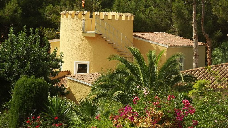 Villa Castillo Calma, frisch renoviert mit großem neuen Pool+toller Gartenanlage, casa vacanza a Sol de Mallorca