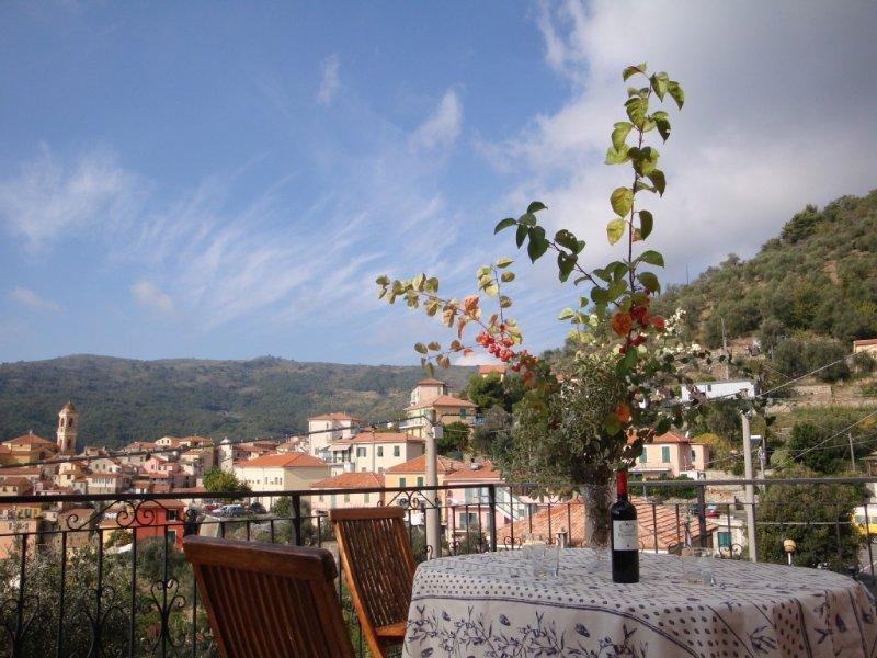 Große Ferienwohnung, sehr grosse Terrasse, Privatparkplatz, Restaurants, holiday rental in Boscomare