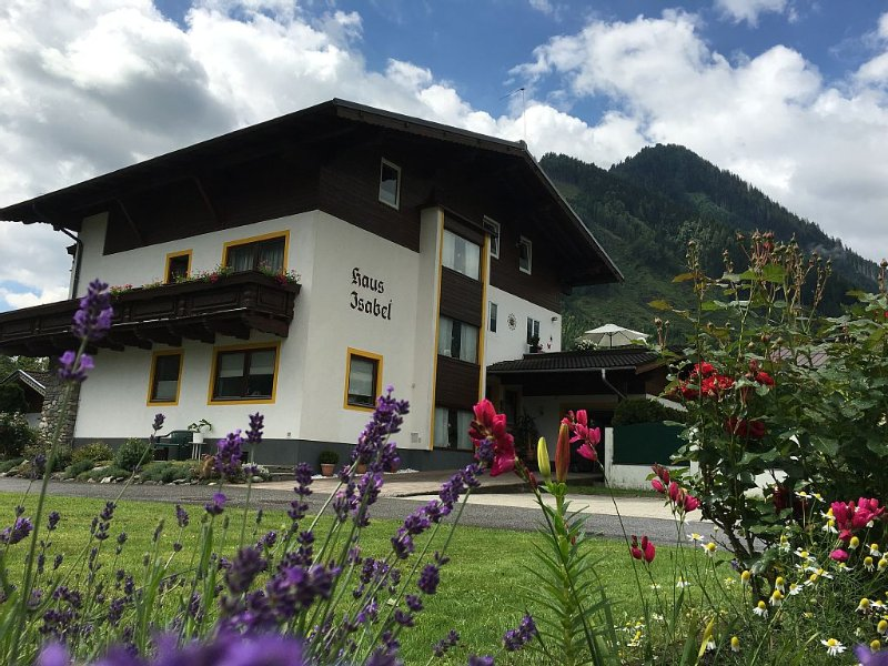 ... Their cozy 2-room-apartment in Rauris / Wörth ..., holiday rental in Frostlberg