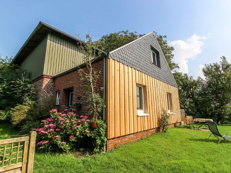 Ferienhaus in der Außenlage mit eigenem Garten u. weitem Blick in die Landschaft, location de vacances à Vollerwiek