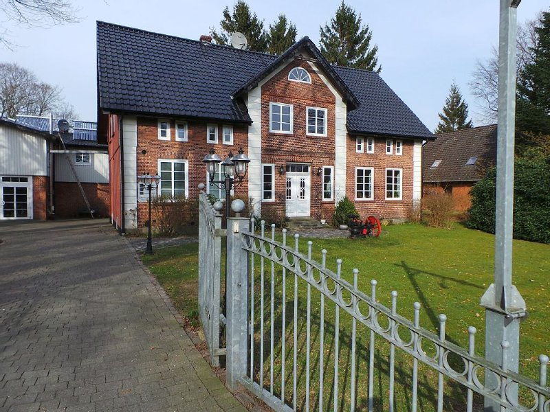 Ferienhaus für 1-7 Pers. + Hund nahe dem Nord-Ostsee-Kanal, barrierefrei & Sauna, vacation rental in Neuendorf-Sachsenbande