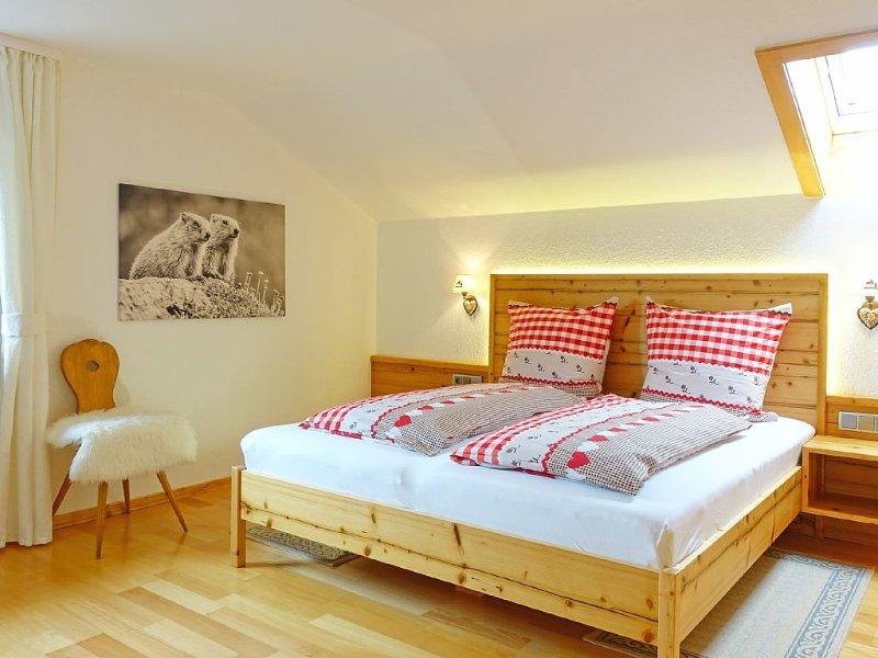große Dachgeschosswohnung in Oberstdorf, traumhafter Bergblick, aluguéis de temporada em Riezlern