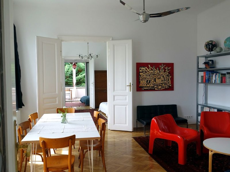 large stylish apartment located in a historic villa, just outside Vienna, vacation rental in Lower Austria