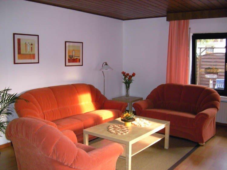 Wohlfühlhaus in schöner Eifellandschaft für bis zu fünf Personen., casa vacanza a Lissendorf