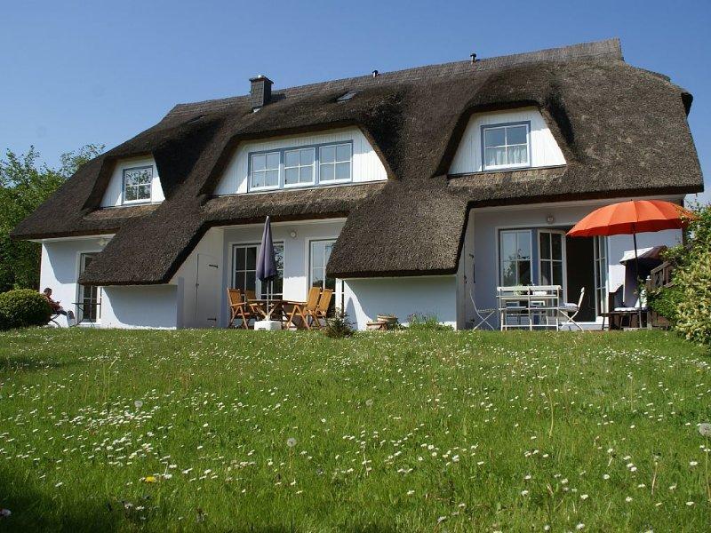 Reetgedecktes Ferienhaus im Biosphärenreservat mit Garten, Terrasse, Bio-Sauna, location de vacances à Ile de Rügen