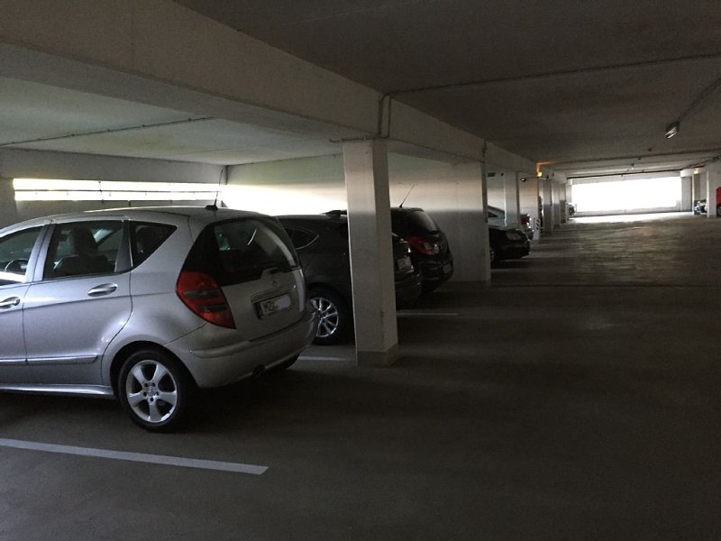 Abgeschlossene Garage mit Kameraaufnahme!